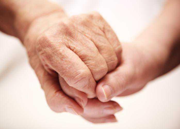 Dépendance des personnes âgées en France : les chiffres augmentent